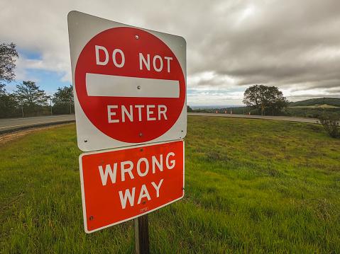 Do not enter wrong way traffic sign